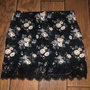 Forever 21 floral skirt with lace